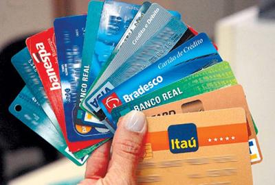 NOT-cartao-de-credito-concentra-74-8-das-dividas-de-familias-diz-cnc1338320068